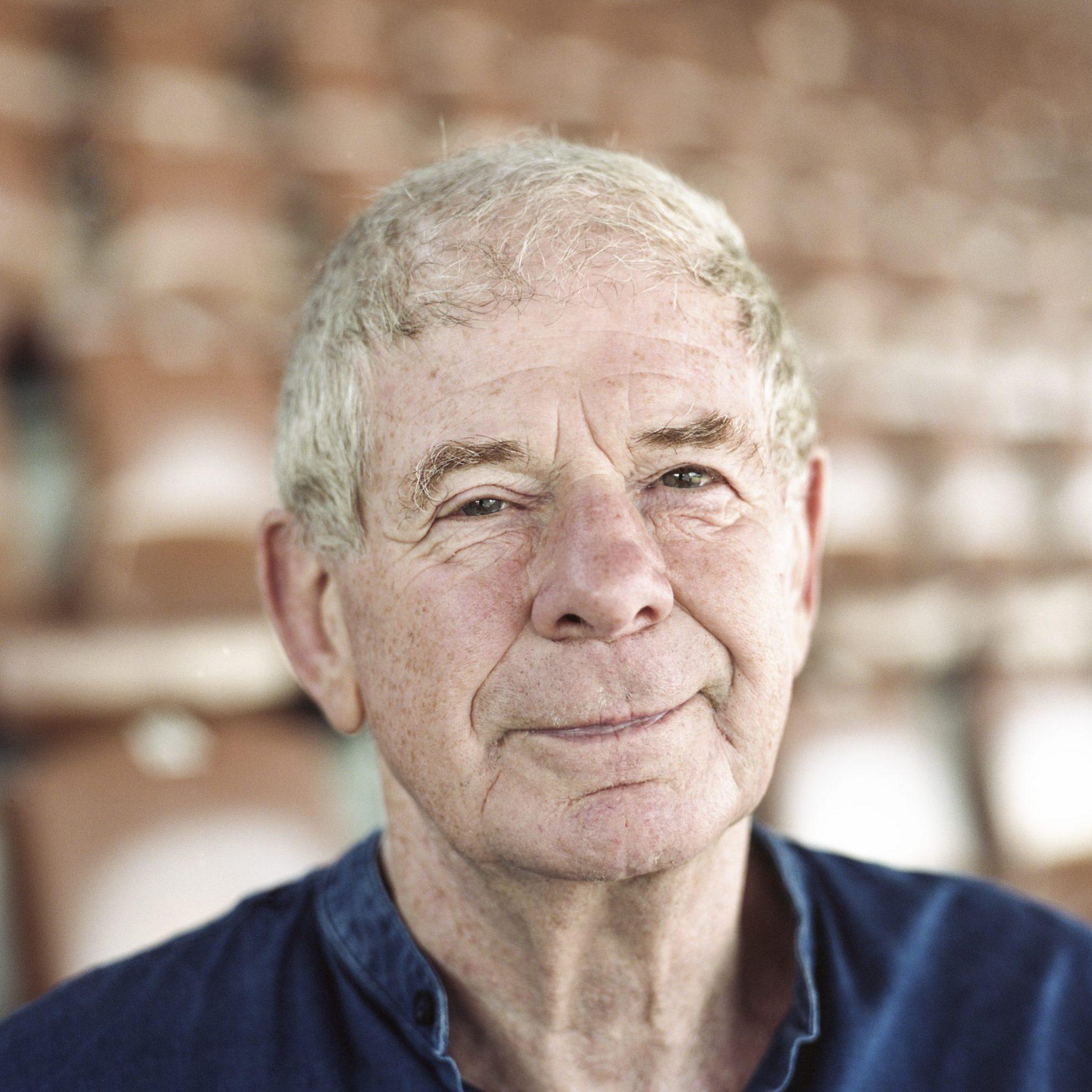 Frits Barend boeken als spreker, doe je via boekingsbureau de V.I.P. Fabriek
