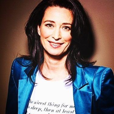 Manouk van der Meulen boeken als Actrice (tv/film/toneel), Host, Presentatrice, Dagvoorzitter, Spreker, Schrijfster of als Voice-over? Boekingsbureau V.I.P. Fabriek.