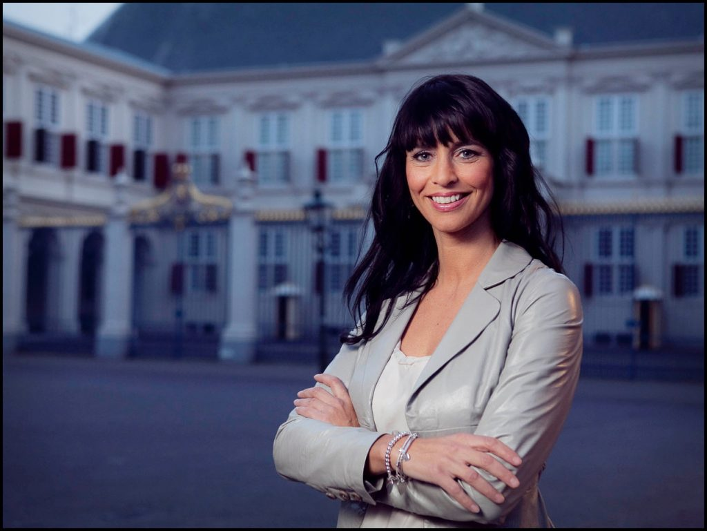 Sandra Schuurhof boeken als | Dagvoorzitter of als Presentatrice doe je via Boekingsbureau de V.I.P. Fabriek.nl