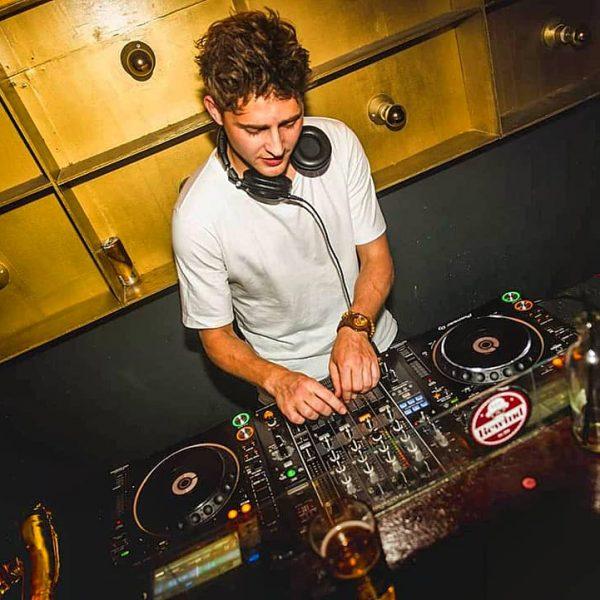 Rick Douwsma boeken als DJ, doe je via boekingsbureau de V.I.P. Fabriek
