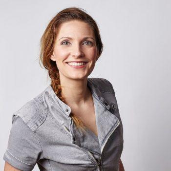 Annemarie Bruning boeken als dagvoorzitter of als trouwambtenaar doe je via Boekingsbureau de V.I.P. Fabriek.nl